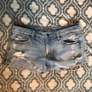 AE distressed denim shorts size 6